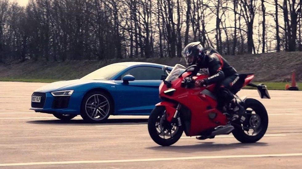Audi R8 V10 сразился с Ducati Panigale V4 на прямой видео