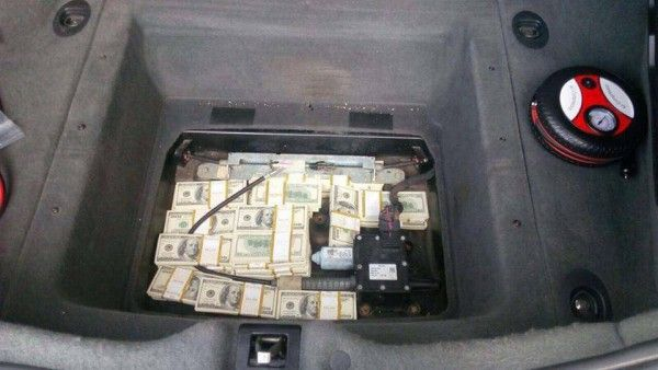 Как спрятать деньги в авто купить тойота камри в москве 2015 год выпуск автосалон