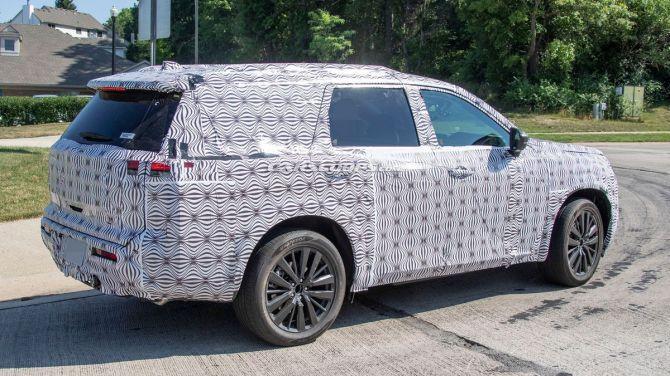 В сети показали фотографии Nissan Pathfinder нового поколения