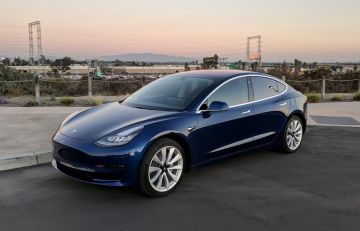 Tesla Model 3 получил обновлённый интерьер и руль с подогревом