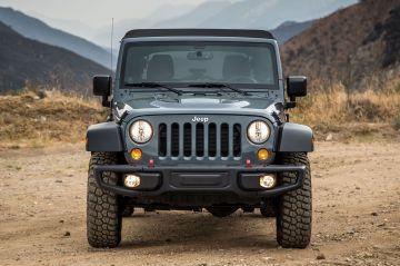 На дорогах заметили обновленный Jeep Wrangler с половинчатыми дверьми