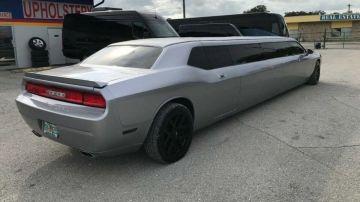 Из Dodge Challenger сделали странный лимузин