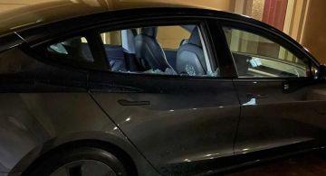 Окно Tesla Model 3 самопроизвольно разбилось почти сразу после доставки