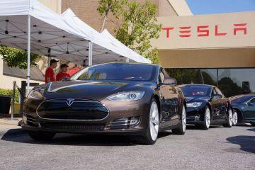Найдена причина неожиданного ускорения электрокаров Tesla