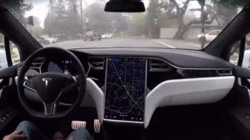 Автомобиль Tesla заподозрили в распознавании призраков