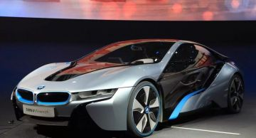 Компания BMW продала в 2020 году рекордные 190 тысяч электромобилей