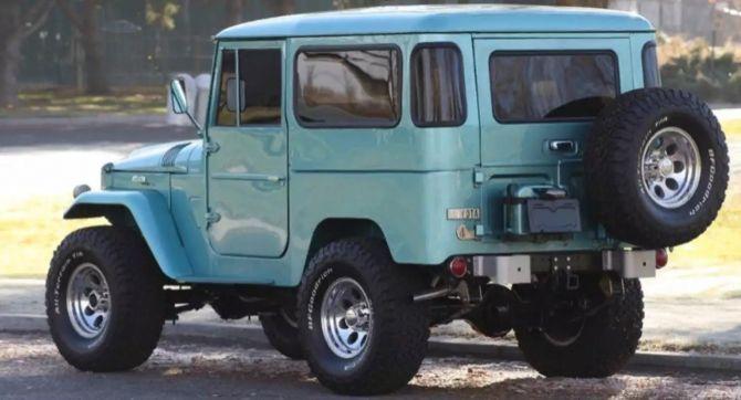 На продажу выставлен 56-летний внедорожник Toyota Land Cruiser