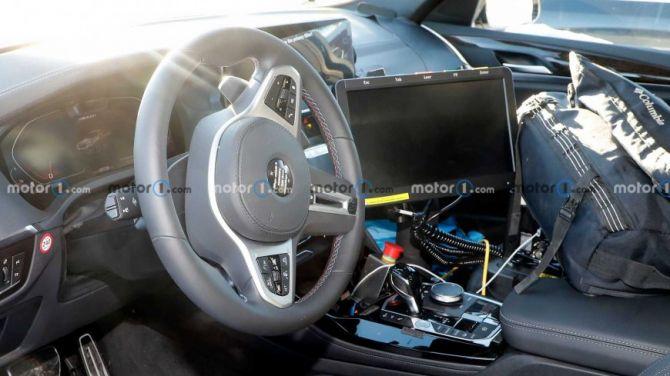 Рестайлинговый BMW X4 показал салон на последних шпионских фото