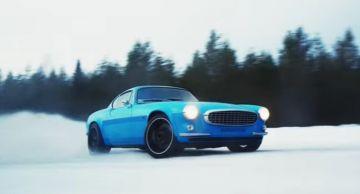 Классический Volvo P1800 демонстрирует возможности на снегу (ВИДЕО)