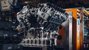 Bentley показала 650-сильный двигатель W12 первого Bentley Bacalar