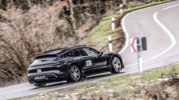 Porsche Taycan Cross Turismo получил внедорожный спецрежим CUV