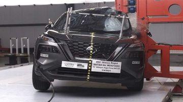 Nissan Rogue 2021 года на краш-тестах получил 2 звезды