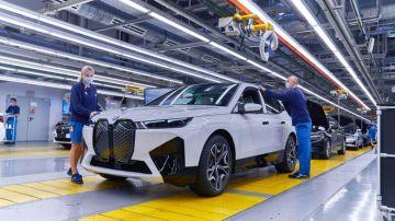 BMW готовится к двухкратному росту электрификации