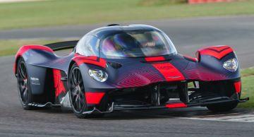 Глава Aston Martin прокатился на ещё не вышедшем 1600-сильном гиперкаре Valkyrie (ВИДЕО)