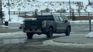 Новый Chevrolet Silverado заметили на тестах (ВИДЕО)