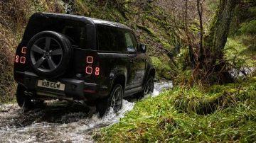 Новый Land Rover Defender с V8 официально представлен