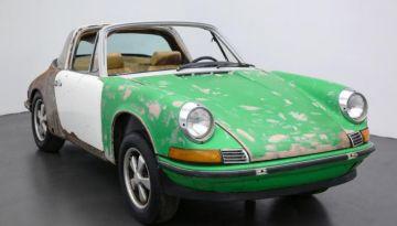 На аукцион выставлен ржавый Porsche 911 E Targa 1971 года
