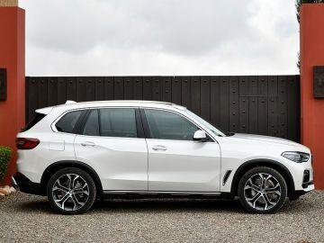 Владельцев новых BMW X5 пугают расслаивающимися шинами