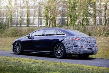 Mercedes-Benz EQS почти лишился камуфляжа