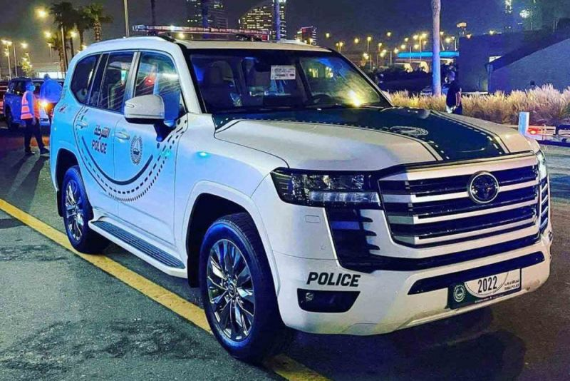 В ОАЭ полиция начала использовать Land Cruiser 300